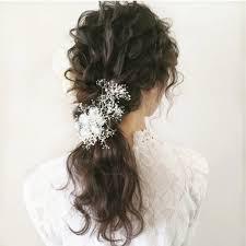 結婚式小顔に見せる髪型10選セミロングの上品ヘアアレンジ Trill