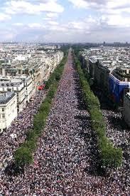 """Résultat de recherche d'images pour """"champs elysees 1 million  personnes manifeste"""""""