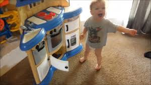 gavin s reaction to his new american plastics homestyle play kitchen you