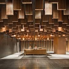 Les plus belles banques d'accueil design - Bureaux Reception. Wooden Ceiling  ...