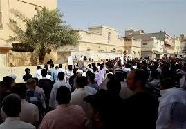 Image result for بحرینیها امسال نماز عیدفطر را مقابل خانه شیخ عیسی قاسم خواندند