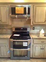 filling gaps between cabinets in kitchen range to counter transition