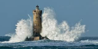 Resultado de imagem para mar em fúria