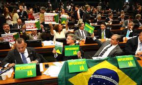 Deputados usam cartazes para manifestar intenção de voto sobre impeachment