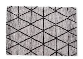 full front view of the metro small grey diamond pattern rug