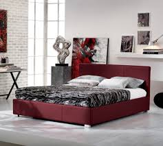 Capiente e ricco di charme il letto contenitore a due piazze in