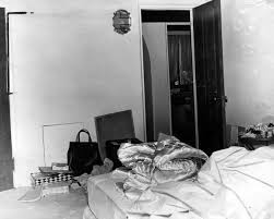Marilyn Monroe Bedroom The Murder Of Marilyn Monroe First Police Officer At The Crime