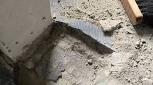 Ob ein schwarzer kleber tatsächlich asbestbelastet ist, muss in einem labor geprüft werden. Altbau Bj 64 Neuer Fussbodenaufbau Notwendig Alter Gesundheitsschadlich Asbest Pak Sanierung Baumangel Frag Die Experten