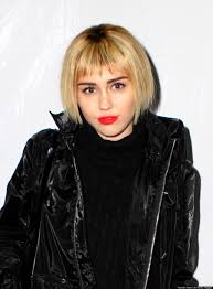 Miley Cyrus Hair Style miley cyrus debuts new bob haircut at christmas festival photos 6216 by wearticles.com