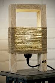 Cute Wood Table Lamp Made With A Pallet Diy Ideas Lampara Madera