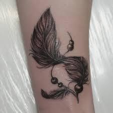 татуировка на запястье у девушки перо фото рисунки эскизы