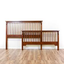 This Mission style bedframe is featured in a solid wood with a ...
