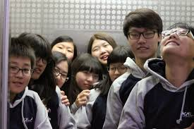 people in elevator. there are too many people in elevator, so we sometimes inserted and can\u0027t do anything. then, no personal place the elevator. elevator