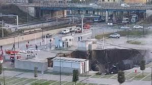 Mega voragine nel parcheggio dell'Ospedale del Mare, Borrelli: scioccante,  poteva essere una strage - Edizione Napoli