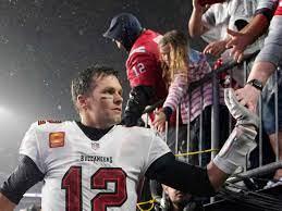 Tom Brady beats the Patriots and breaks ...