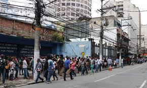 Feira de empregos causa quase um quilômetro de fila em Niterói - Jornal O  Globo