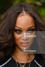 Tyra Banks On 'Extra' : Nachrichtenfoto - 174051139-tyra-banks-visits-extra-at-the-grove-on-july-gettyimages