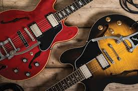 from chuck berry bb and fred king to clapton and carlton to bernard butler noel gallagher and dave grohl the list of artists who ve rocked a gibson
