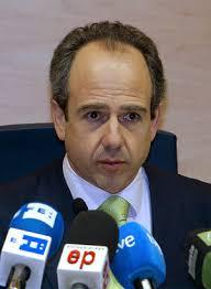 El alcalde de Boadilla del Monte, Arturo González Panero, tras el pleno extraordinario donde ha formalizado su dimisión. / ULY MARTÍN - 1234257427_850215_0000000007_sumario_normal