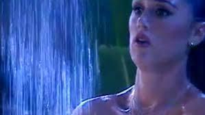 Gf Vip: Cecilia Rodriguez doccia bidet in diretta
