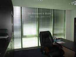 office privacy with venetian blinds