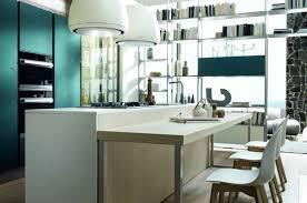 Isola della cucina con tavolo incorporato. saveemail cucina con