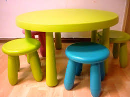 image of toddler table and chairs wood