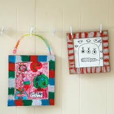 handmade gift idea diy cardboard frames displaying kids art