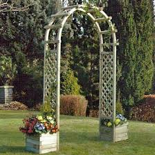 rowlinson arch with planters
