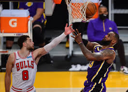 NBA roundup: LeBron James, Lakers edge Bulls