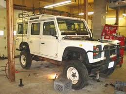 land rover discovery body lift. this image shows the body of 110 starting to be lifted away from chassis and running gear saves hundreds man hours many parts land rover discovery lift i