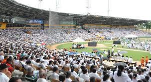 Resultado de imagen para fotos de miles de catolicos en el estadio cibao