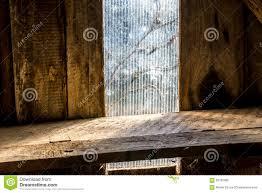 Altes Hölzernes Regal Im Dachboden Vor Fenster Stockfoto Bild Von