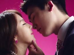 jewelry s yewon and ze a s hyungsik share a kiss in hot cold
