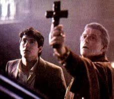 Resultado de imagen para temor de los vampiros a la cruz