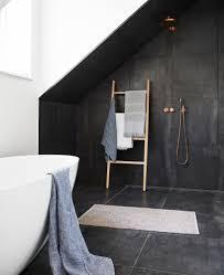 Offene Dusche Im Modernen Badezimmer Teppich Badew
