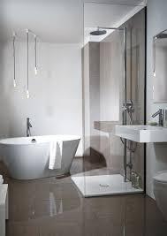 Charmant Schlafzimmer Dekor Plus Bad Fene Dusche Und Badewanne