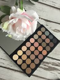 review makeup revolution 32 matte eyeshadow palette