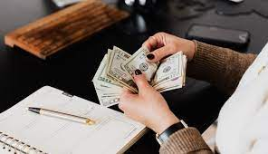 How Much Is a Virtual Office Assistant Salary?