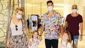 Fenerbahçeli Jose Sosa ve eşi Carolina Alurralde koronavirüsü yendiler,  AVM'ye gittiler