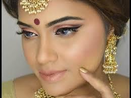 festive makeup look gold glowy look