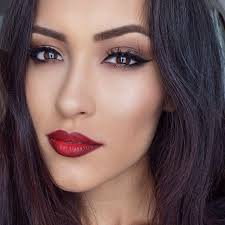 even if you weren t blessed with angelina jolie s perfect lips you can still get a perfect pout if you learn some handy tips and tricks