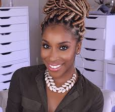 jackie aina of makeupgameonpoint if you spend time on social a chances are you ve e across makeup artist jackie aina from spray dyeing her hair to