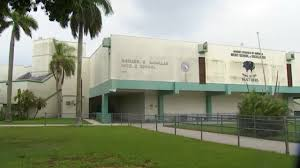 2 arrested, accused of making threats against middle school near Miami