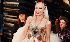 Gwen Stefani irriconoscibile. I fan la accusano di aver fatto troppi
