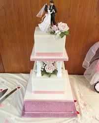 Traditional Wedding Cake With Pillars Amazing Grace Cakes A