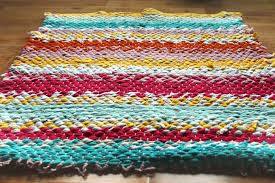 t shirt rag rug remove the warp one section at a time from the bottom bar tie a knot as you remove each piece slide out the side bars from the rug