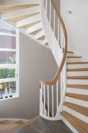 Die treppe aus naturbelassenem buchenholz ist unten um ein viertel nach rechts gewendelt. Bogentreppe In 2020 Treppe Setzstufen Terrassen Treppe