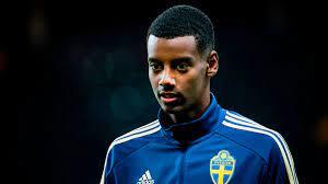 Schwedens Alexander Isak rassistisch beleidigt und mit Golfball beworfen: