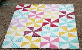 How to Make a Pinwheel Quilt - Honeybear Lane & I ... Adamdwight.com